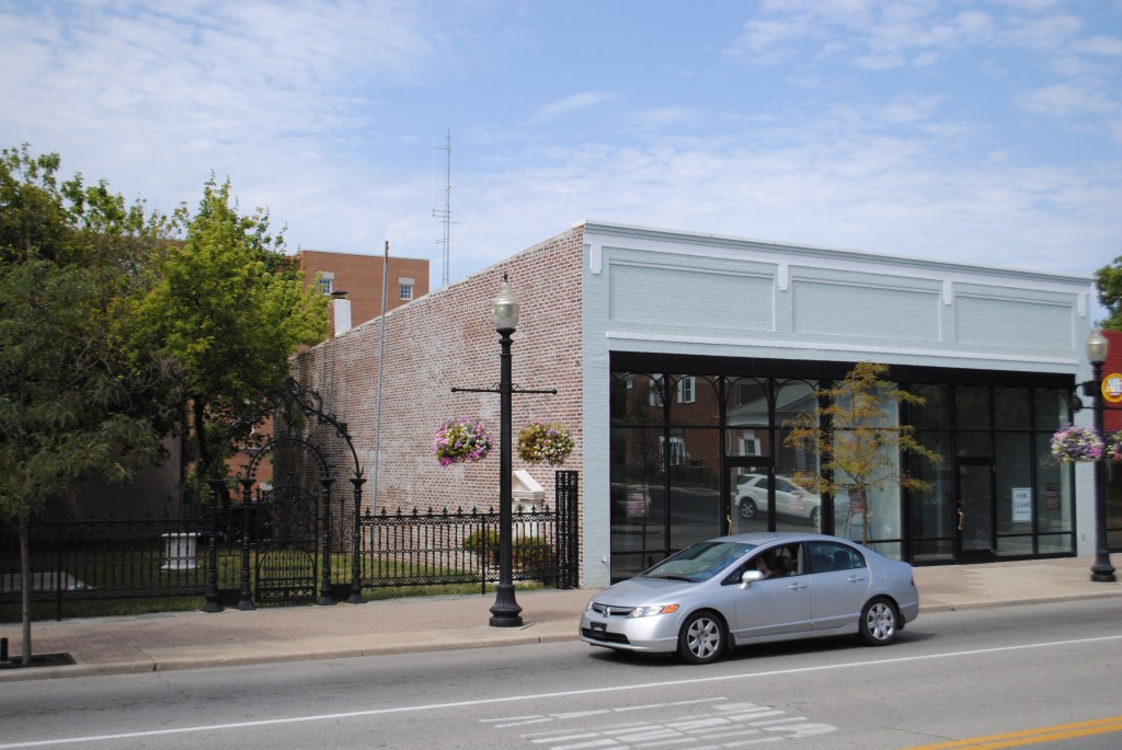 This vacant building on Range Line Road north of Main Street will not be the new home of the Hoosier Salon art gallery.