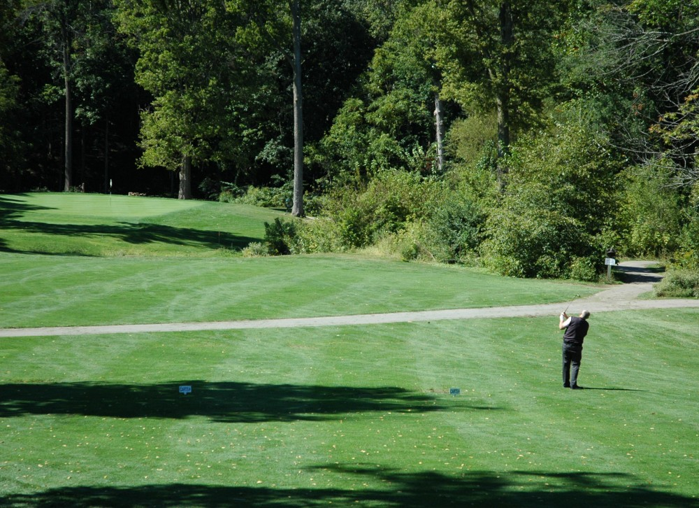 Golfer Clint Bundy tackles the challenging first hole of Brookshire Golf Course in September. (Staff photo)