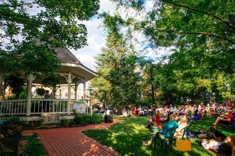 TheWade Baker Jazz Trioperformsin front of a liveaudiencein downtownZionsville's Lincoln Park on July 2.