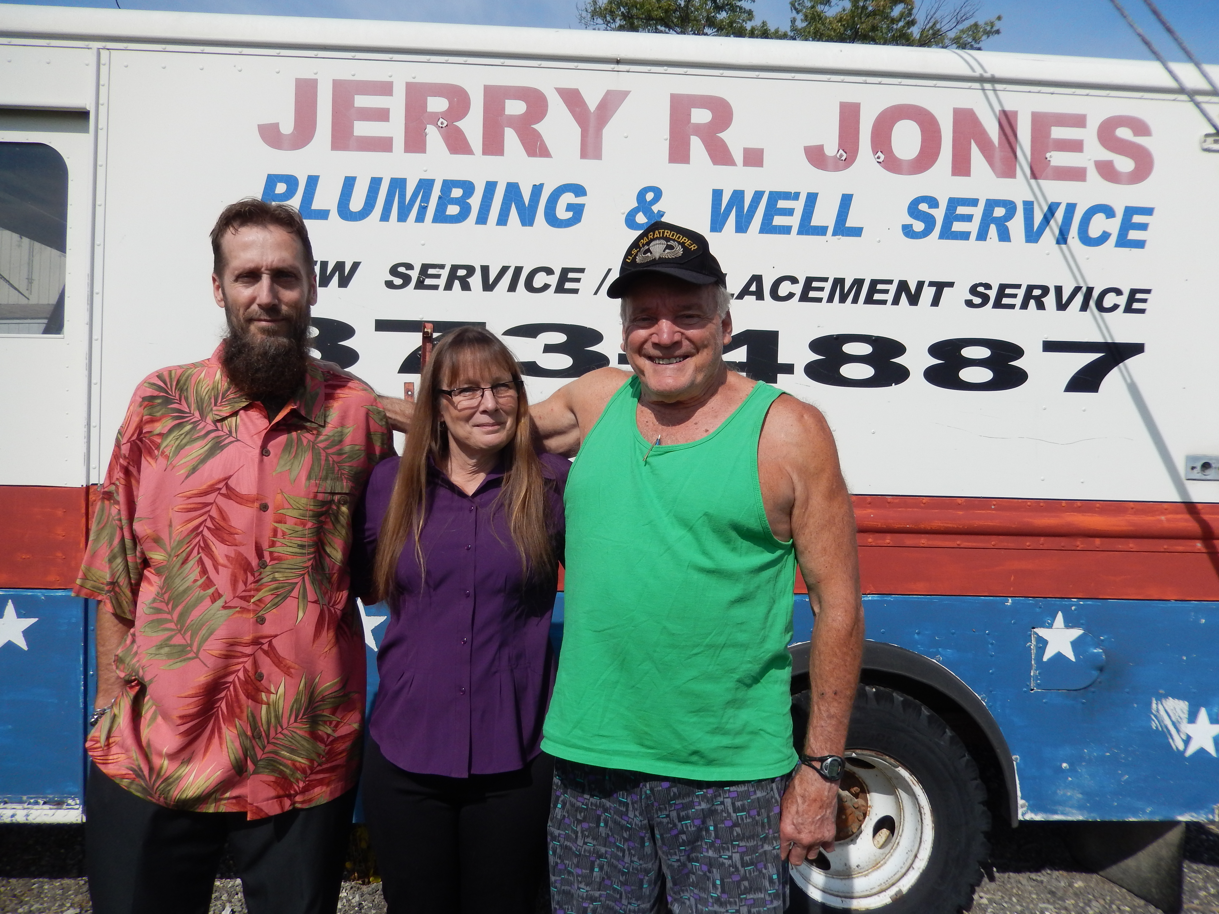 Jerry Jr., his wife Geri, and Jerry Sr. (Photo by Donna Monday)