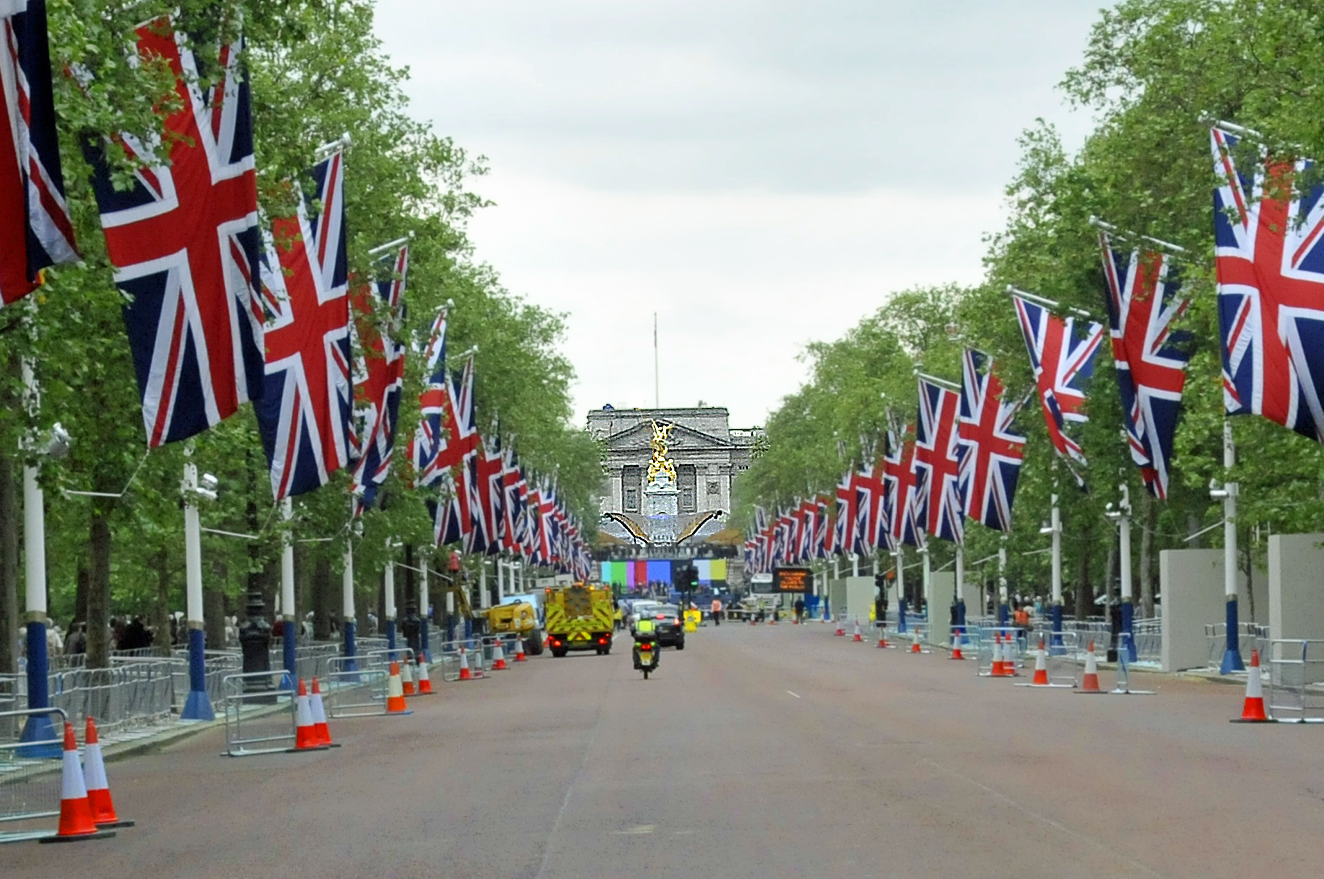 The Mall, leading to Buckingham Palace (Photo by Don Knebel)