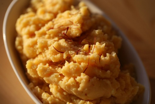 Saffron potatoes can lighten up any Thanksgiving spread. (Photo by Ceci Martinez)