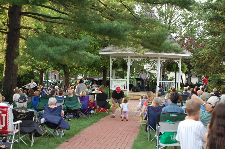 Crowds pack the lawn at Lincoln Park for a free sum- mer concert. (Submitted photo)