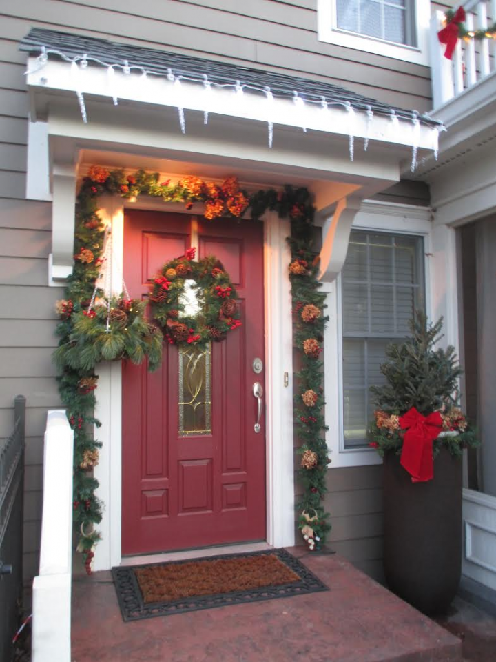 Grand prize winner Linda Bush used local items and materials from her yard to decorate her home. (Photo by Heather Lusk)