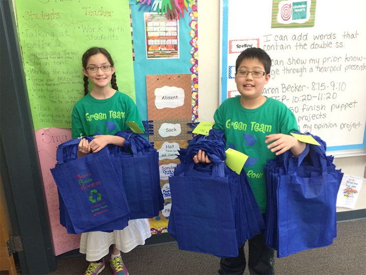 Smoky Row students Ciara Farley and Derick Lu display reusable bags. (Submitted photo)