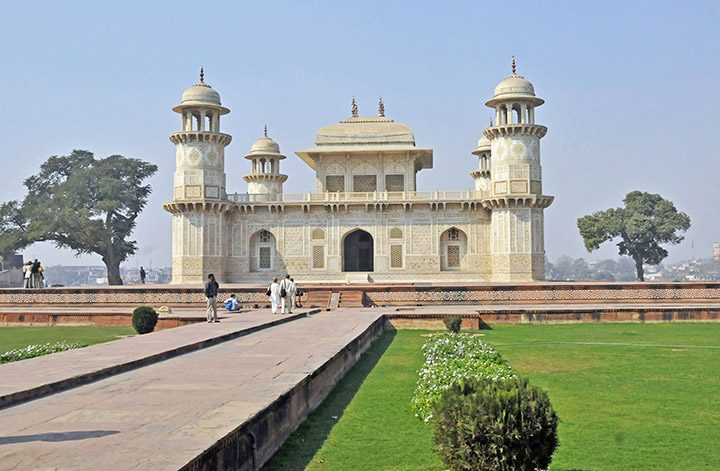 Tomb of I'timád-ud-Daulah in Agra. (Photo by Don Knebel)