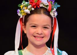 Zionsville girl born to perform in 'Sound of Music'