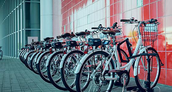 A line of Zagster bikes. ����������������������������� Zagster Blog)