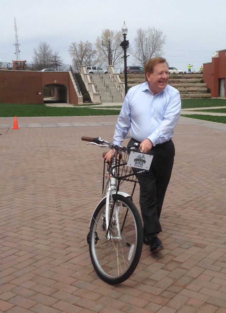 Carmel Mayor James Brainard tries out the new Zagster bikes. (Photo by Anna Skinner)