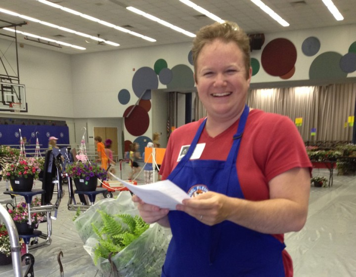 Flower Sale volunteer Beth Heck helps customers find and load flowers last year. (Submitted photo)